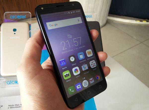 O PIXI4 de 5 polegadas também está disponível em uma versão com 4G, que conta ainda com 24 GB de armazenamento interno (8 GB no celular + 16 GB pelo MicroSD)