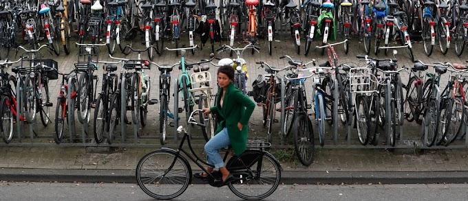 Los Países Bajos están pagando a la gente a trabajar en bicicleta