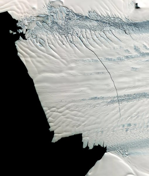 Thinning, retreat of West Antarctic Glacier began in 1940s