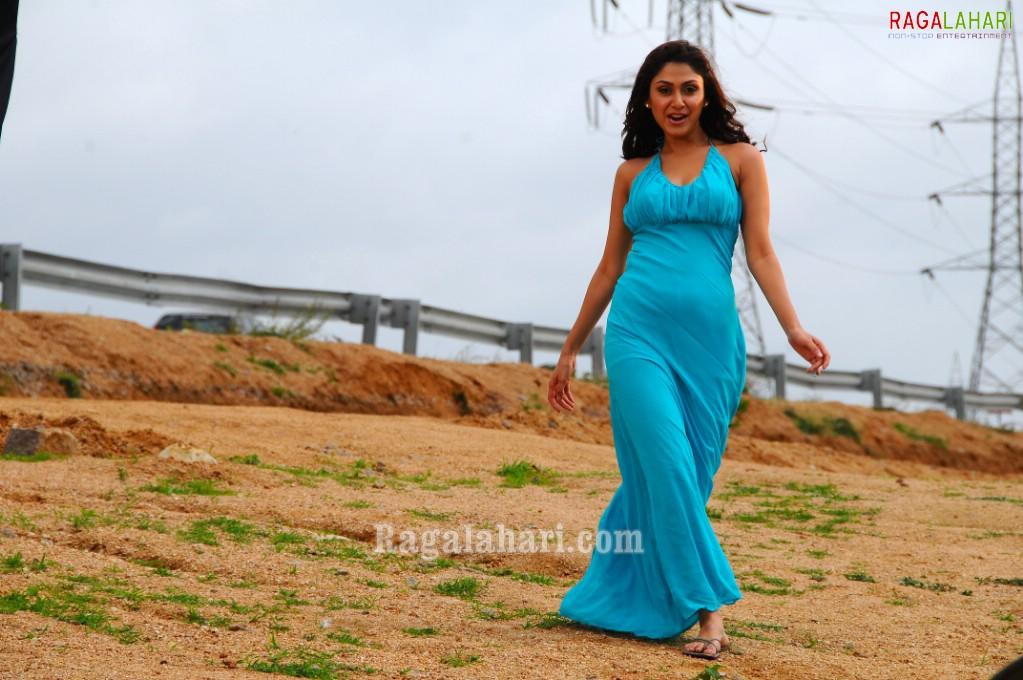 Bubbly actress Manjari Fadnis