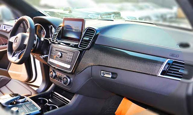 Bảng taplo Mercedes AMG GLS 63 4MATIC 2019 được ốp gỗ Poplar màu Đen bóng hoặc gỗ Open-pore Ash màu Nâu