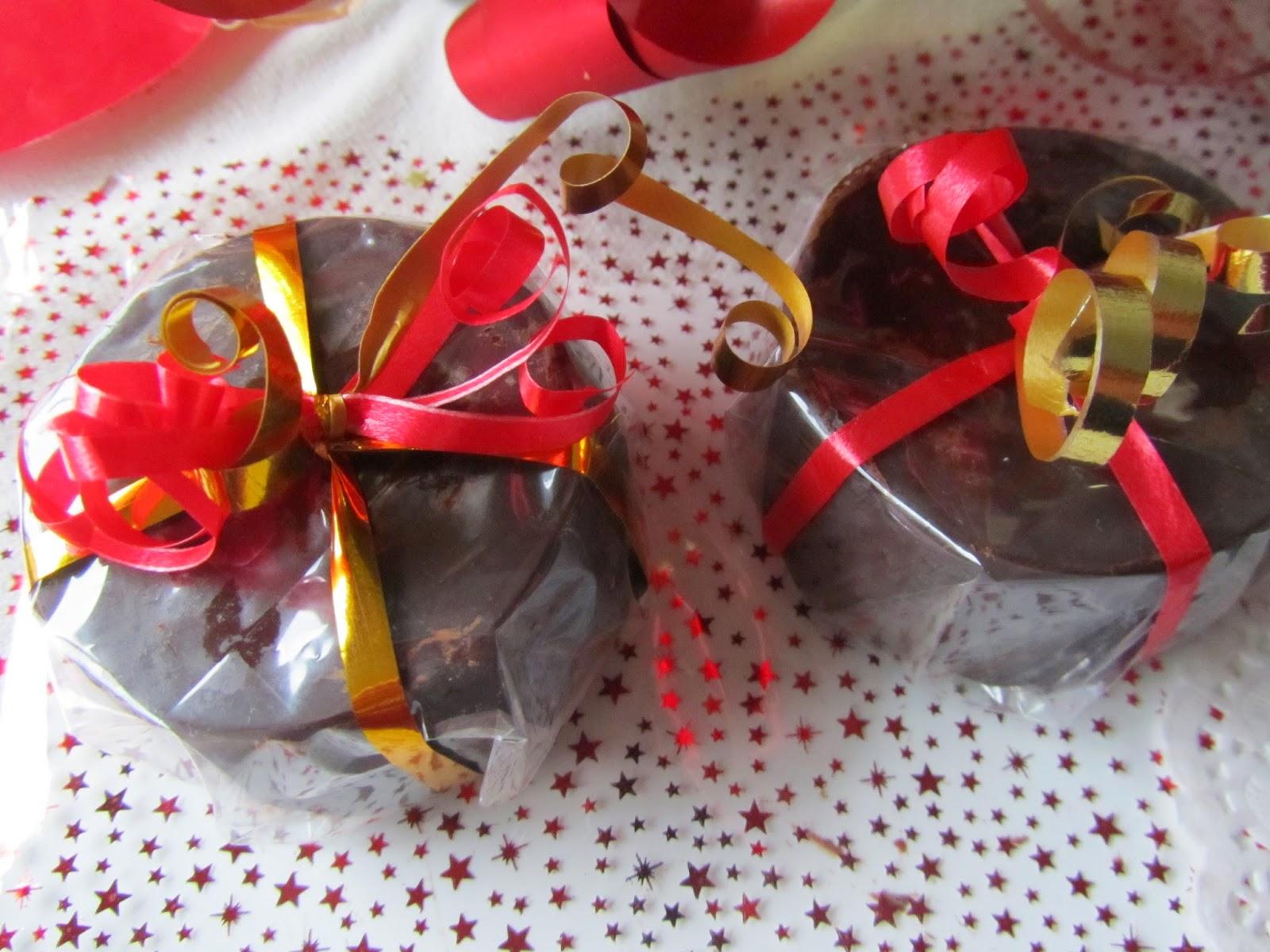 Turrón de chocolate y oreo, con mandarina y pera glaseada