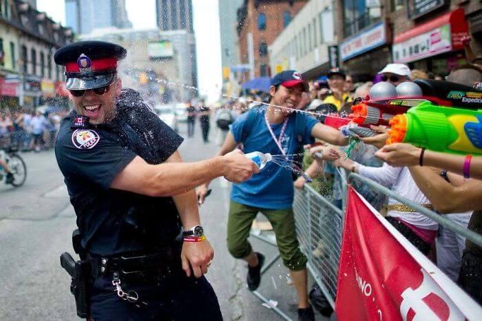30 Hilarious Photos That Perfectly Describe Canada
