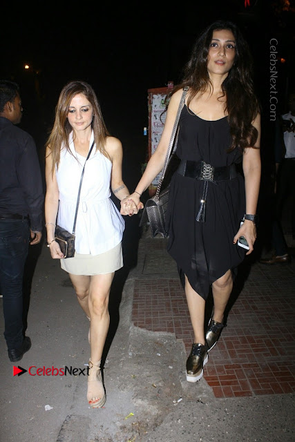 Bollywood Actor Hrithik Roshan and Sussanne Khan Spotted At Bandra .COM 0003.jpg
