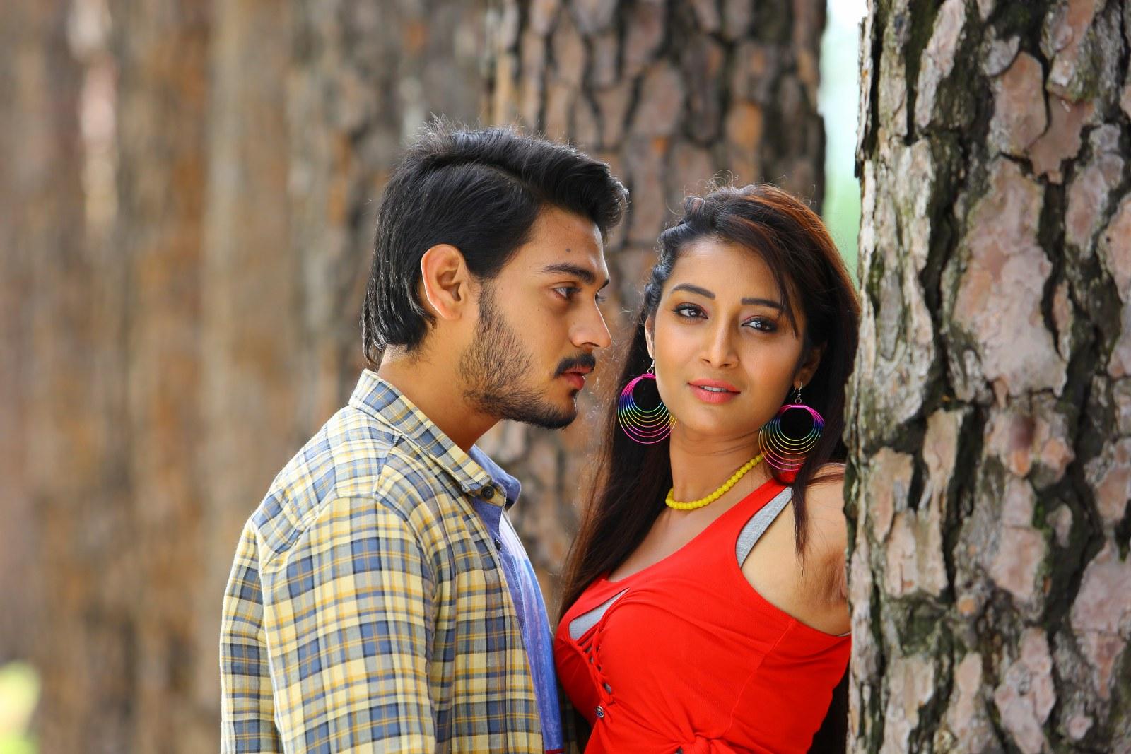 Iddari madhya 18 Movie stills-HQ-Photo-5