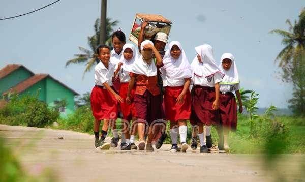 Benarkah Gajih Guru PNS Di Luar Pulau Mencapai 10 Juta Rupiah,Apakah Anda Berminat????