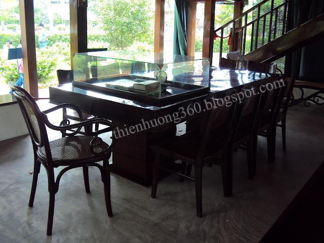 Nhà sàn Bác Hồ: Chiếc ghế Bác thường ngồi chủ toạ trong các cuộc họp quan trọng