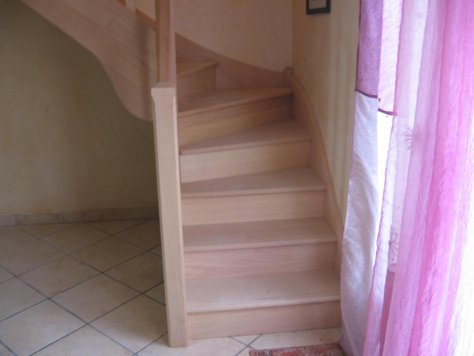 escaliersbois64800 escalier 1 4 tournant classique avec contre marches. Black Bedroom Furniture Sets. Home Design Ideas