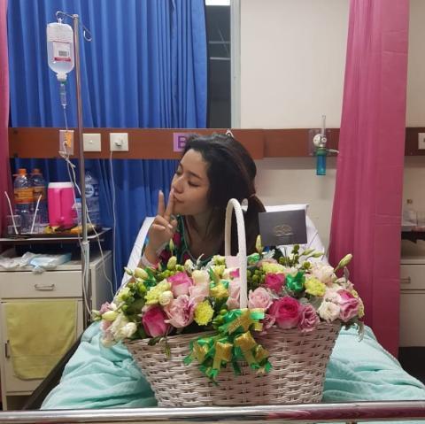 ed72247746 Sayangnya, ibunda Fay memilih untuk menutupi penyakit Fay yang sebenarnya.  Ia hanya mengatakan jika awalnya Fay sakit usus buntu, tetapi kemudian  merembet ...