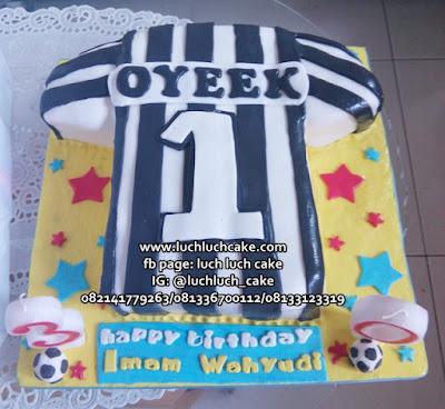 Kue Ulang Tahun Bentuk Baju Jersey Juventus