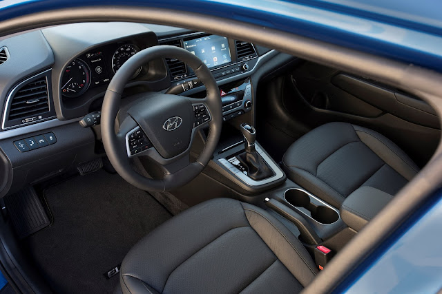 Interior view of 2017 Hyundai Elantra Limited