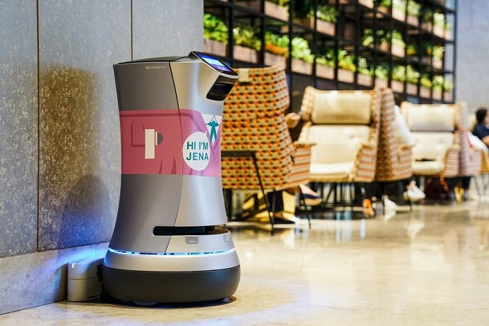 Hotel Jen Singapore with robot butler