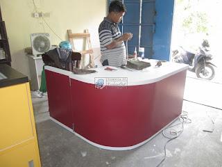 Meja Kasir Dengan Pintu Koboi Untuk Koperasi Sekolah