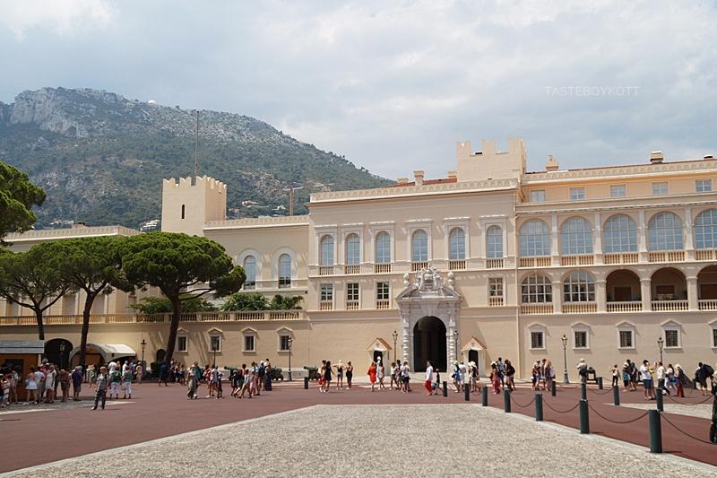 Fürstenpalast Schloss Monaco Fassade Sommer Städtetrip Urlaub Südfrankreich Mittelmeer Interrail-Reise