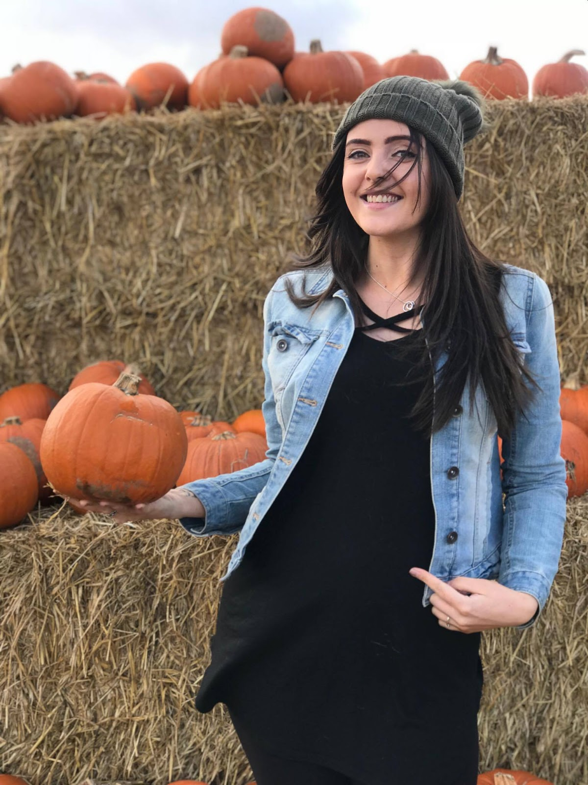 pregnant blogger pumpkin patch