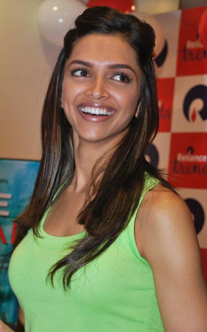 telugu cinema wallpapers: Bollywood film actress Deepika ...