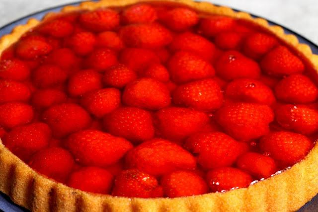 Najprostsze ciasto z galaretką i truskawkami