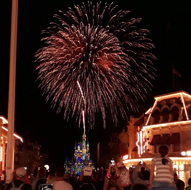 Magic Kingdom Cinderellas castle fireworks