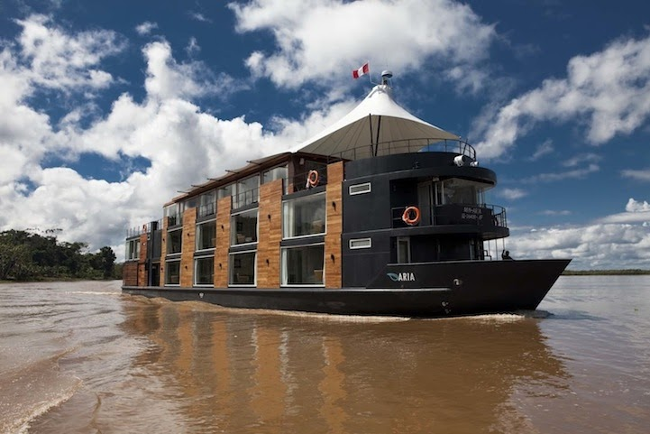 09-On-the-River-Aqua-Expeditions-Five-Star-Hotel-Aria-Amazon-Floating-Architecture-www-designstack-co