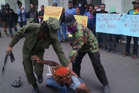 Aksi Teatrikal Kebiadaban Aparat Keamanan Indonesia Pasca Penembakan Geri dan Rudi