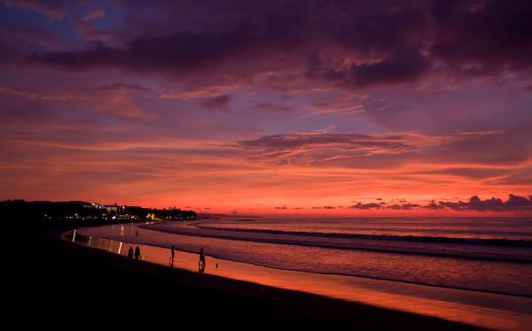 Pesona sunset di Pantai Kuta