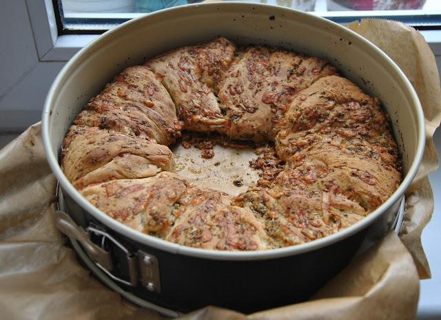 Knoblauch Käse Kräuter Brot nach dem Backen