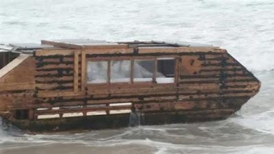 Aparece en las costas irlandesas una misteriosa casa flotante de Canadá