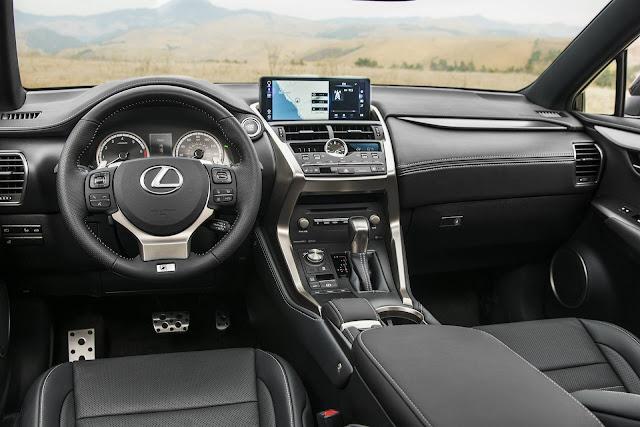 Lexus NX300 F-Sport 2018 - interior
