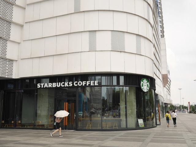 Starbucks at the Bengbu Wanda Plaza (星巴克 — 蚌埠万达广场)