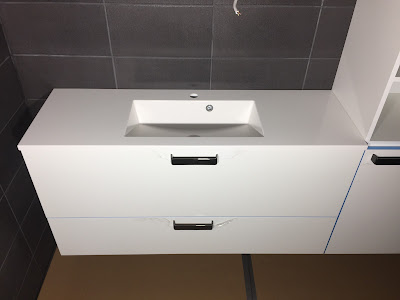 tasoon upotettu allas, allastaso, Puustellin kalusteet, mustavalkoinen wc, mnustavalkoinen vessa, Puustelli wc kalusteet, wc:n kalusteet, valkoiset wc kalusteet