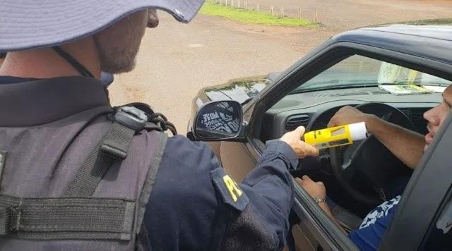 Polícia Rodoviária usa novo tipo de bafômetro nas abordagens no Ceará