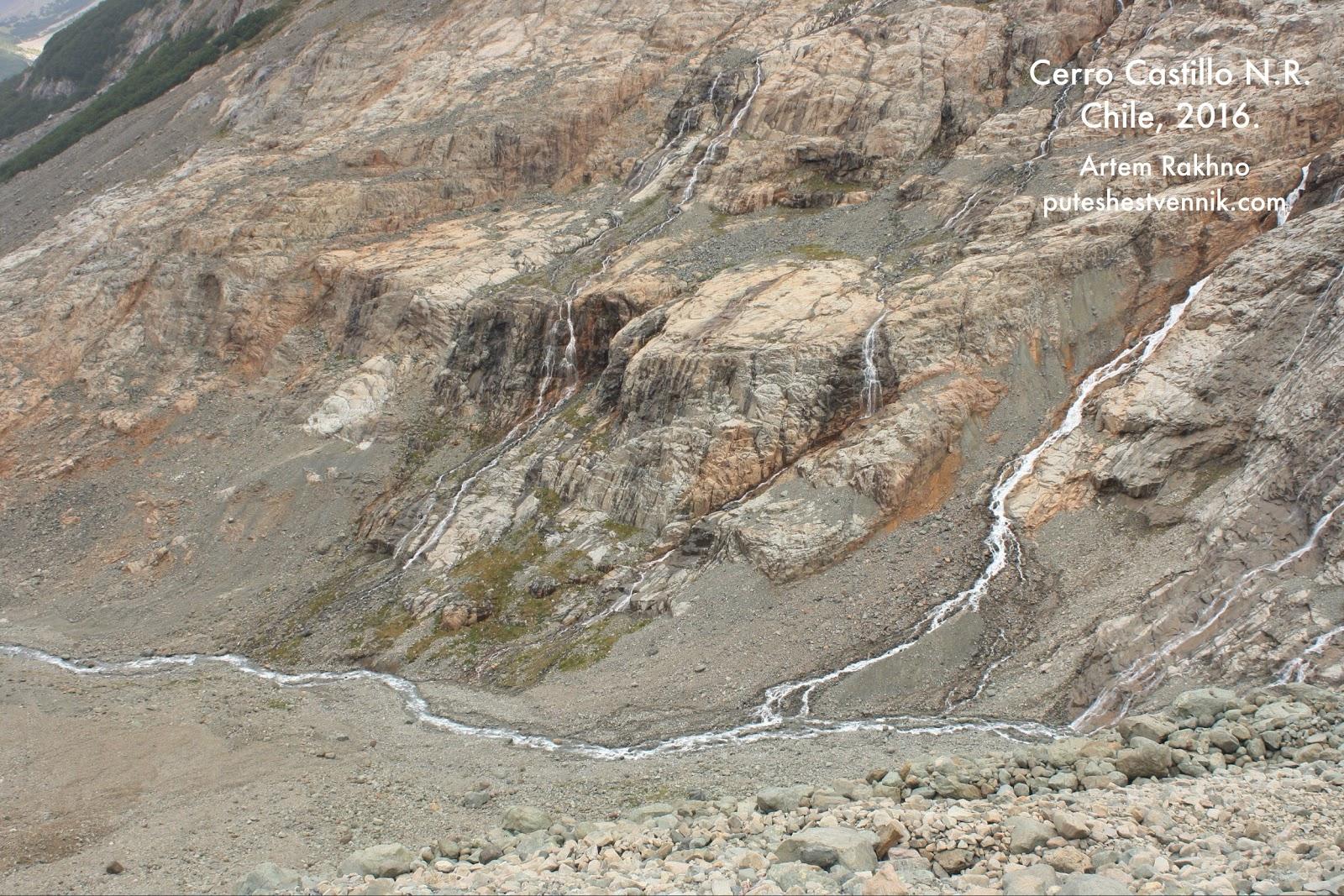 Горная река в Серро-Кастильо