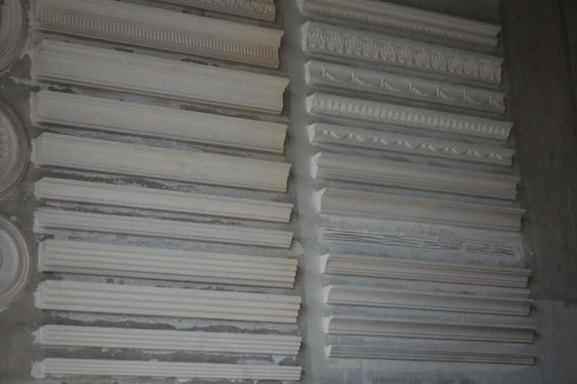 muestra en pared molduras de escayola