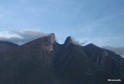 Cerro de la Silla en Monterrey - Pico Norte a la izquierda