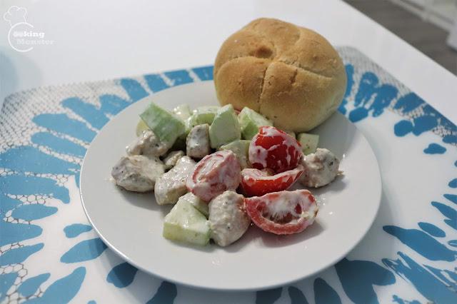 Sałatka z kurczakiem na ciepło z jogurtowo-chrzanowym dressingiem