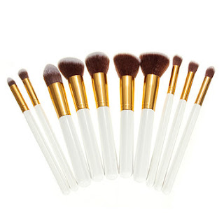 https://www.banggood.com/10Pcs-White-Foundation-Makeup-Tools-Cosmetic-Brushes-Set-Kit-p-932298.html?rmmds=collection?utm_source=sns&utm_medium=redid&utm_campaign=femeieastaz&utm_content=3583