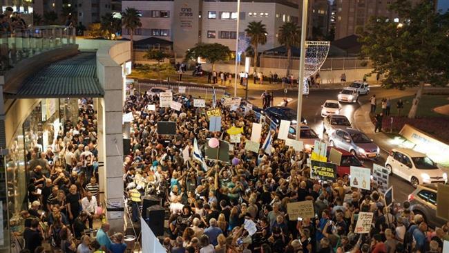 Hundreds of Israelis protest against Prime Minister Benjamin Netanyahu embroiled in graft probes