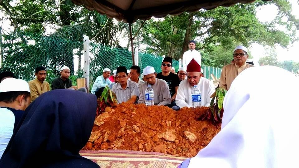Pengkebumian ayahanda Khir Khalid
