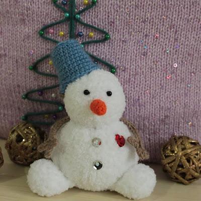 Вязаный снеговик спицами и крючком