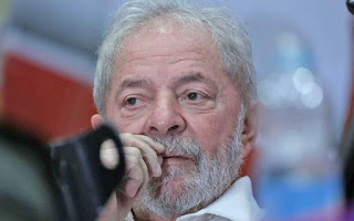 Moro determina prisão de Lula para cumprir pena no caso do triplex em Guarujá