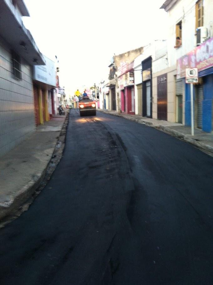 Com recursos próprios, prefeitura de Caxias asfalta área central que seguirá nos bairros da cidade
