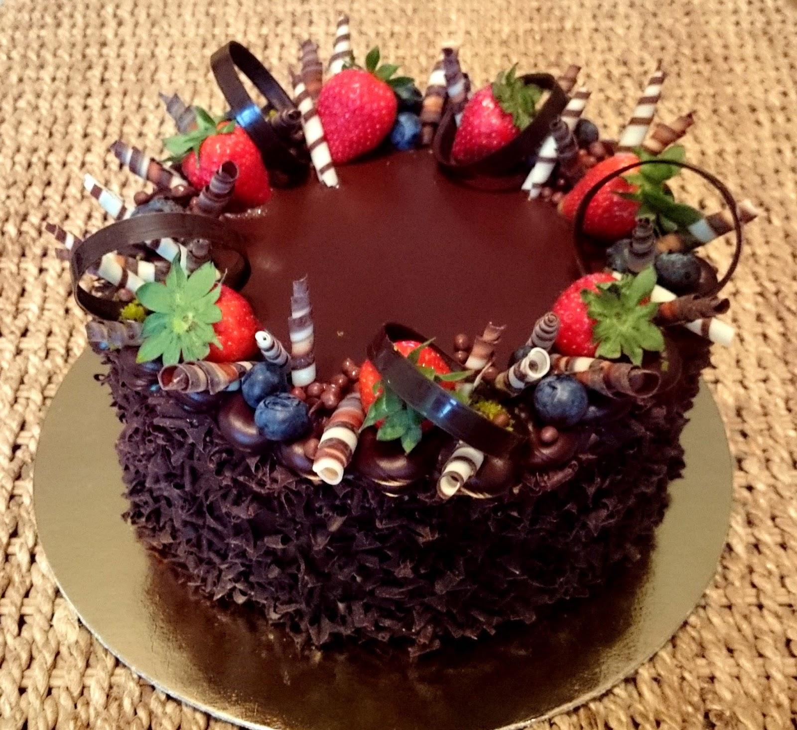 csokoládé torta képek torta és karamell: Krémes klasszikus csokoládé torta recept  csokoládé torta képek
