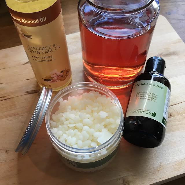 Ingredienser til rosenkrem (minus E-vitaminolje)