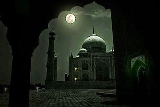 beauty at its besttajmahal at night in love with the moon 1363087529 b - Los jardines del Taj Majal y los alineamientos solares