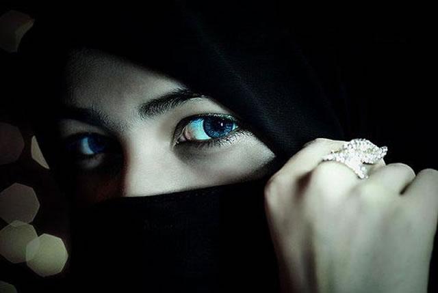 Mengapa Para Wanita Itu Menutup Wajah (Bercadar) ?