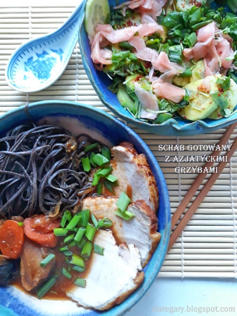 Schab gotowany z azjatyckimi grzybami