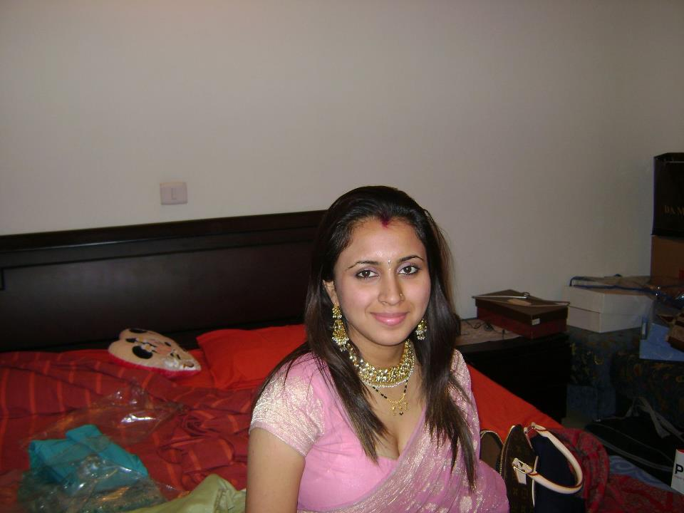 Call girls delhi newly married housewife - 5 5