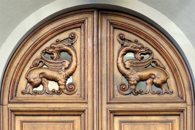 Front door decorated with carved dragons, Via Calzabigi, Livorno