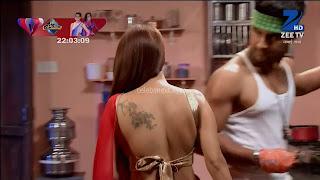Sha Ajmani aka Garima AjmaniRed saree and Backless Choli Flower Tattoo 2 .xyz.jpg