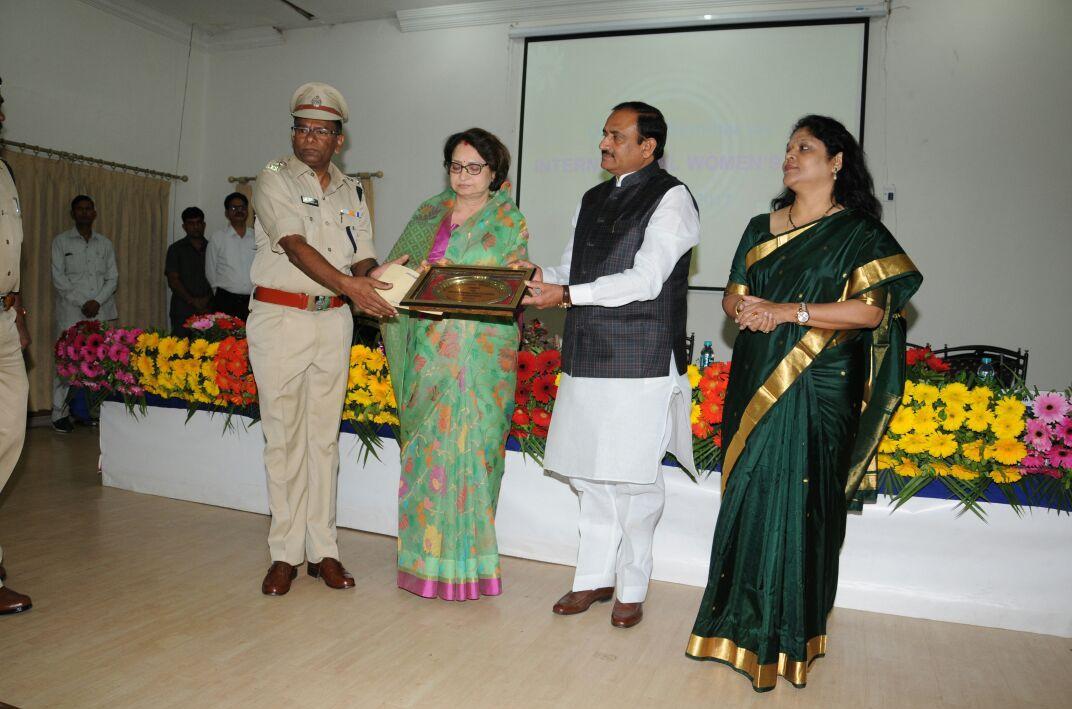 Jhabua-SP-Mahesh-Chandra-Jain-has-been-rewarded-for-outstanding-work-for-girl-child-empowerment-बालिका सशक्तीकरण उत्कृष्ठ कार्य हेतु झाबुआ एसपी महेश चन्द्र जैन पुरस्कृत